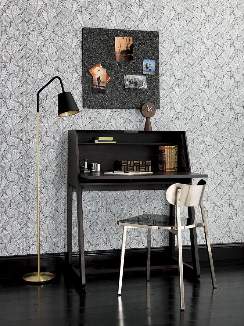 katlanabilir-masalarla-her-yer-ofise-donusuyor-1